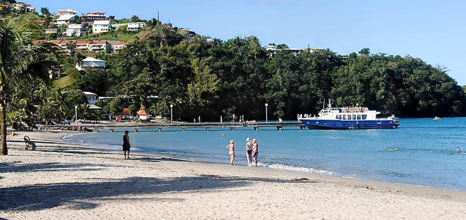 La plage de l'anse à l'ane et la navette maritime